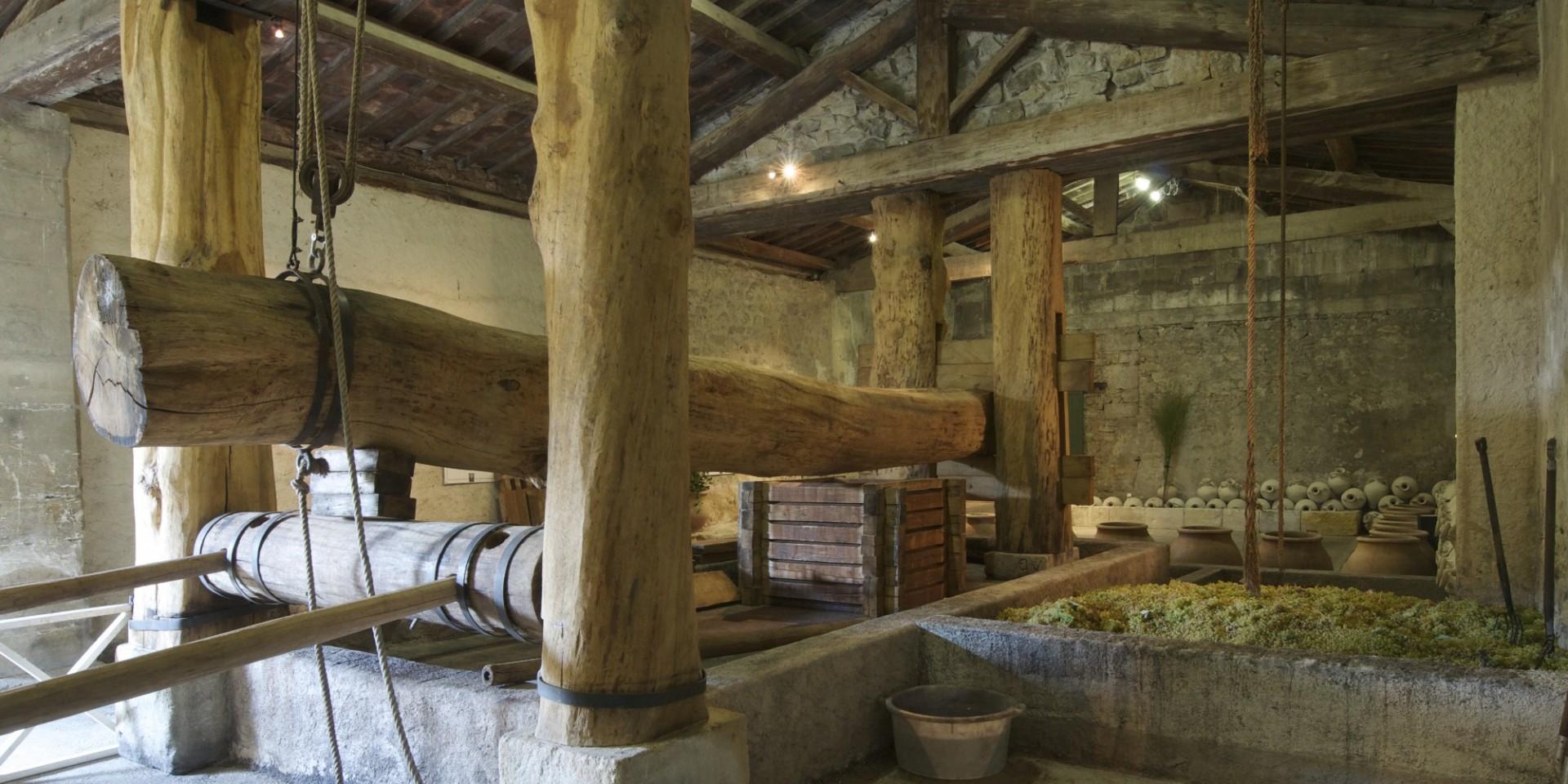 Le pressoir reconstitué de la cave gallo-romaine