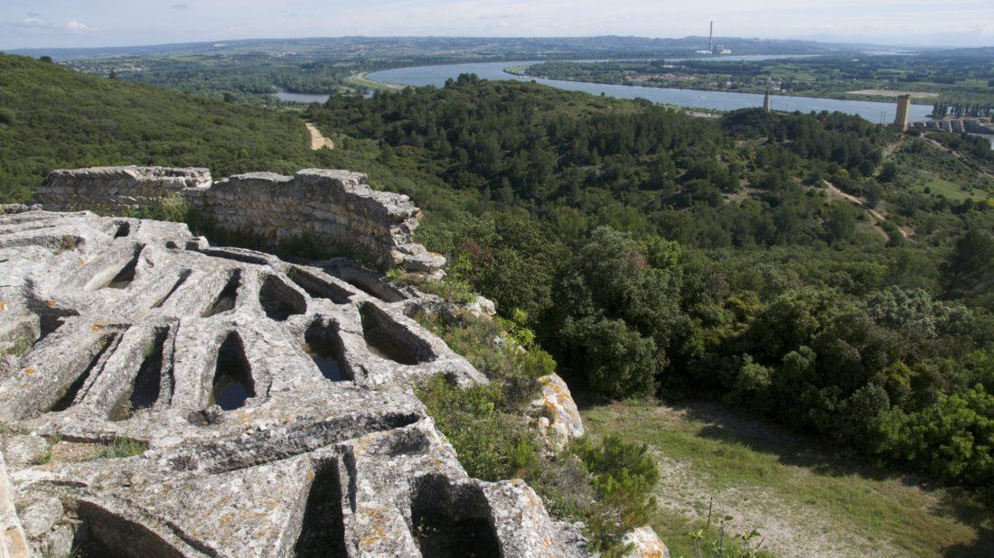Abbaye de Saint-Roman - La nécropole rupestre