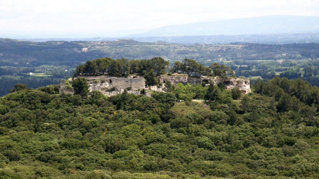 Abbaye de Saint-Roman - Vue générale du monastère troglodytique